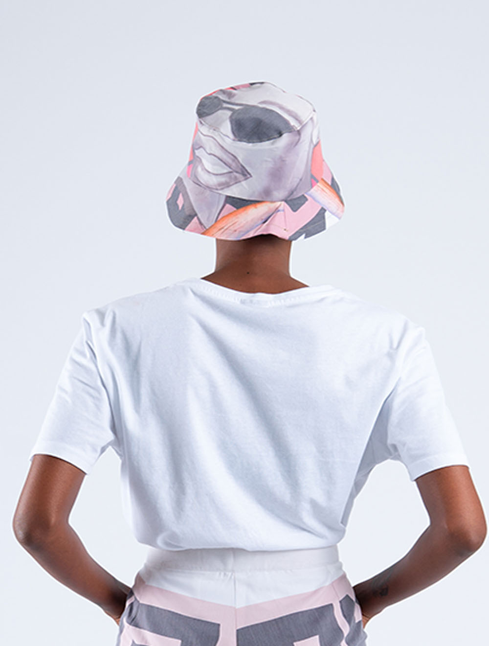 Busi Mhlongo Bucket head – Back