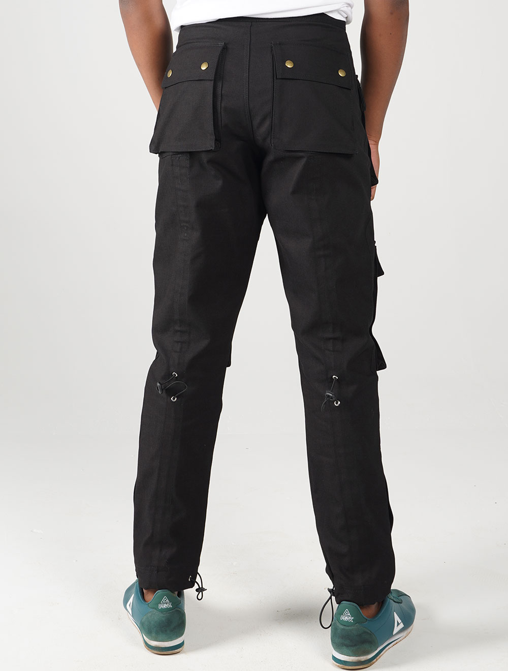 Inkunz'emnyama tech cargo pants – Back