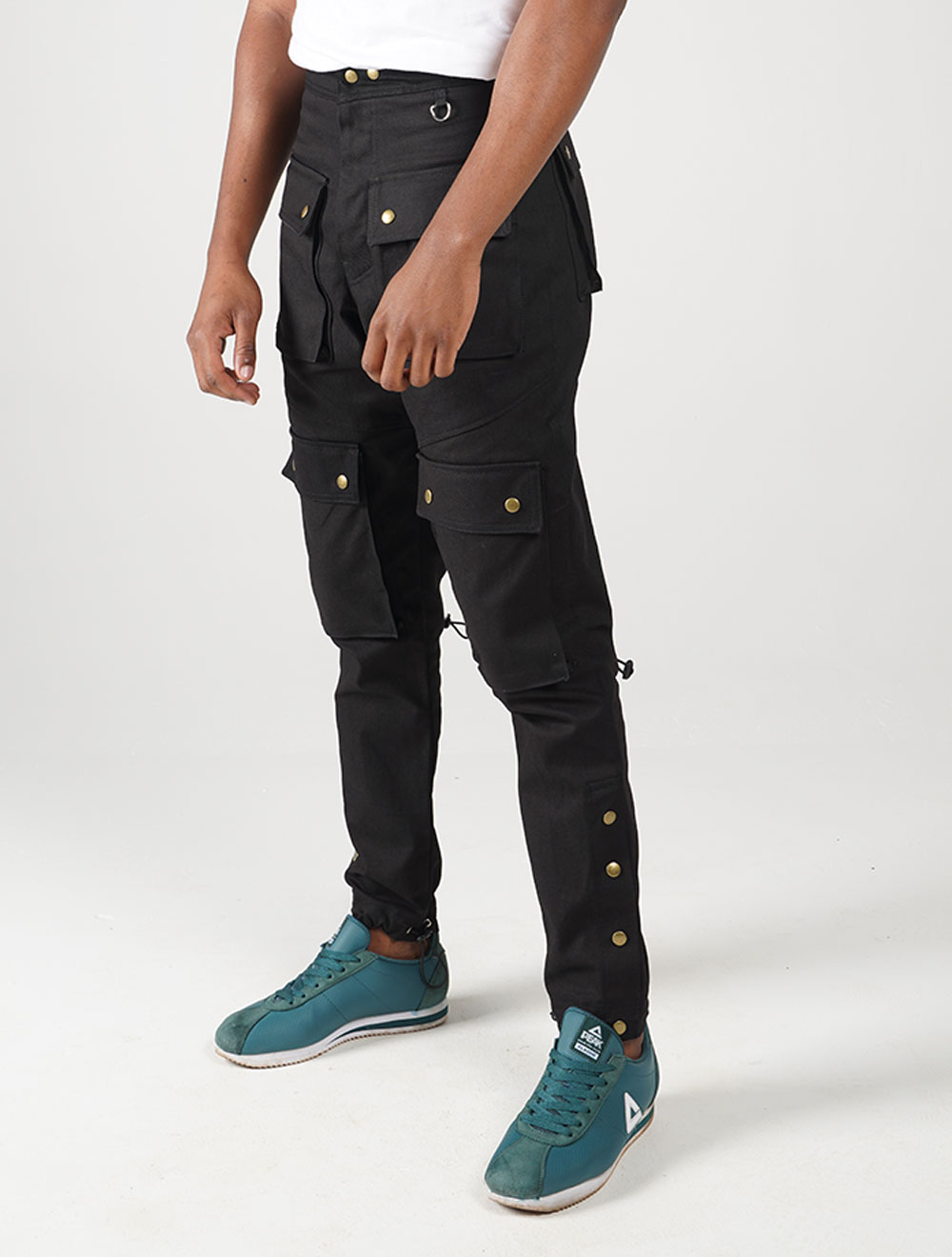 Inkunz'emnyama tech cargo pants – Side